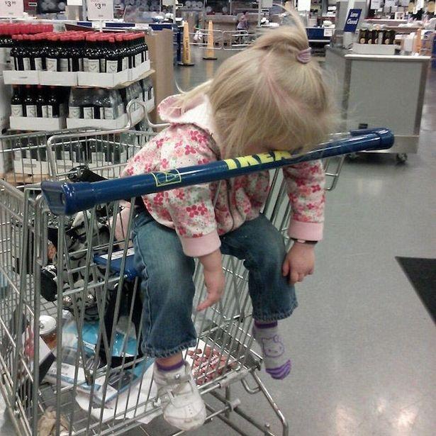 Con nghiện shopping không cưỡng lại được cơn buồn ngủ