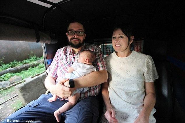 Bố mẹ sinh con nhờ mang thai hộ mất ăn mất ngủ vì nguy cơ phải bỏ lại con - 3