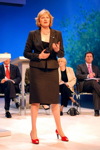 Thời trang đẹp mê mẩn của tân nữ Thủ tướng Anh - 3