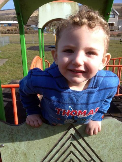 Jac Davies - bé trai 4 tuổi không may mất mạng trong hỏa hoạn
