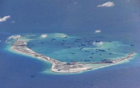 Đảo nhân tạo Trung Quốc bồi lấp trái phép trên Đá Vành Khăn ở Biển Đông. (Ảnh: Reuters)