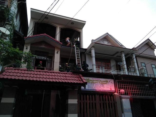 Lực lượng Cảnh sát PCCC tham gia cứu hộ và dập tắt ngọn lửa