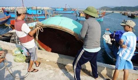 Tỉnh Hà Tĩnh đã có chính sách hỗ trợ để ngư dân trên địa bàn tỉnh bị ảnh hưởng sự cố môi trường, đóng tàu lớn ra khơi xa bám biển.