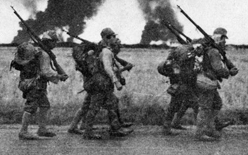 Lính phát xít Nhật hành quân ở Philippines. Ảnh: Tàng thư quốc gia Mỹ.