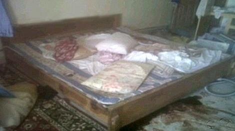 Chiếc giường nơi Osama bin Laden bị bắn chết (ảnh do Team 6, SEAL chụp).