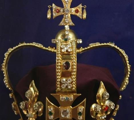 Vương miện Thánh Edward được phục chế lại sau vụ trộm.