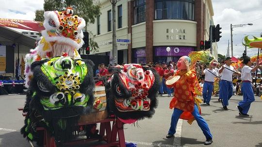 Tiết mục múa lân đón năm mới ở khu Footscray hôm 31-1. Ảnh: SBS Vietnamese