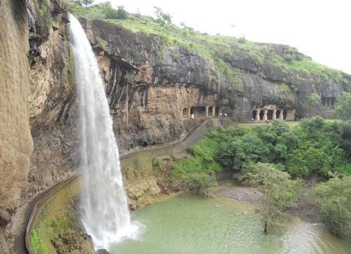 10. Hang động Ajanta (Ấn Độ).