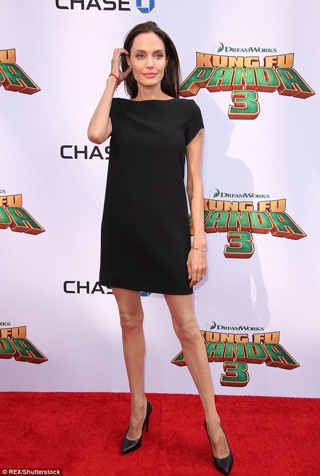 Hình ảnh mới nhất của Angelina Jolie tại buổi ra măt bộ phim Kungfu Panda 3 ở Mỹ, tháng 1/2016. Ngôi sao 40 tuổi gầy gò đáng kinh ngạc.