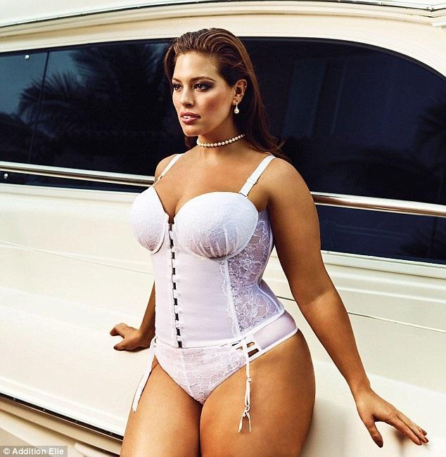 Ashley Graham bốc lửa trong bộ ảnh quảng cáo đồ lót mới nhất.