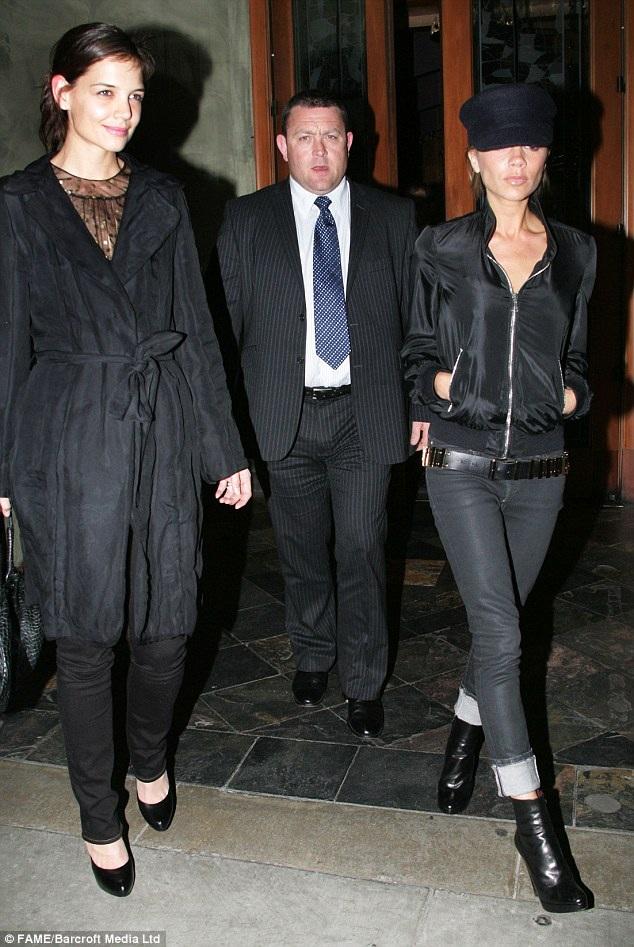 Dù đi với ai, Victoria Beckham cũng chỉ ăn rau xanh khi tới những nhà hàng nổi tiếng và đắt tiền.