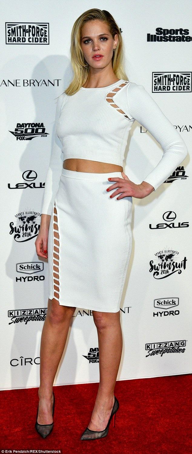 Người đẹp 27 tuổi hiện vẫn rất nổi tiếng nhờ hợp đồng làm việc với các nhãn hiệu như Valentino, Karl Lagerfeld, Versace và Dolce & Gabbana.