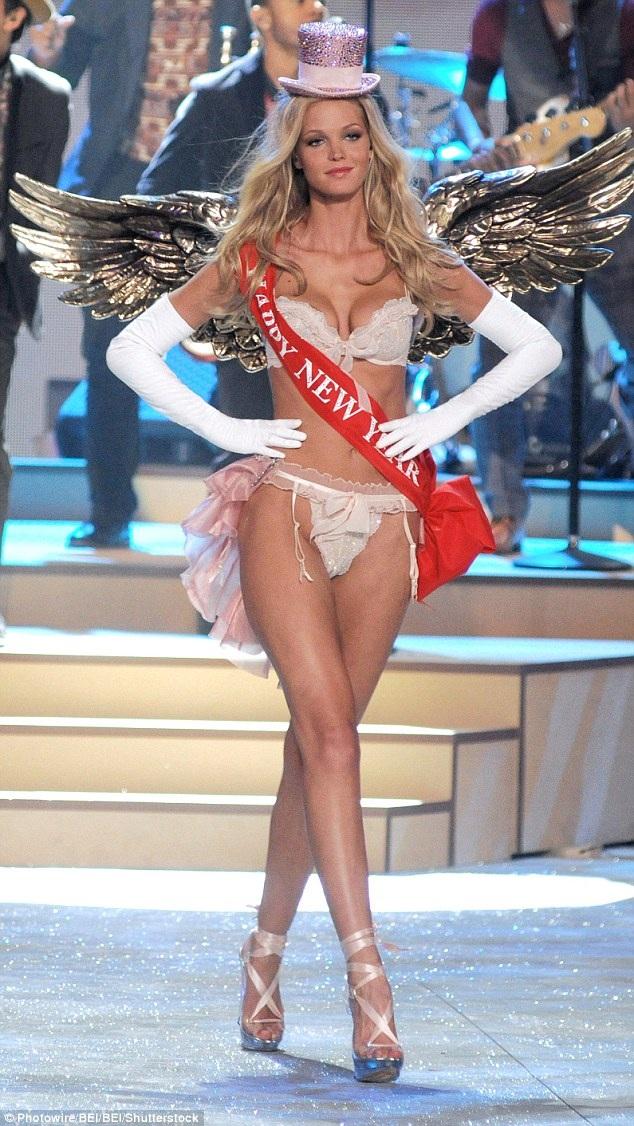 Siêu mẫu đến từ Illinois gắn bó với Victorias Secret từ năm 2008 đến năm 2013.