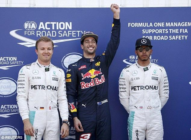 Ricciardo có pole tại chặng đua đường phố - 1