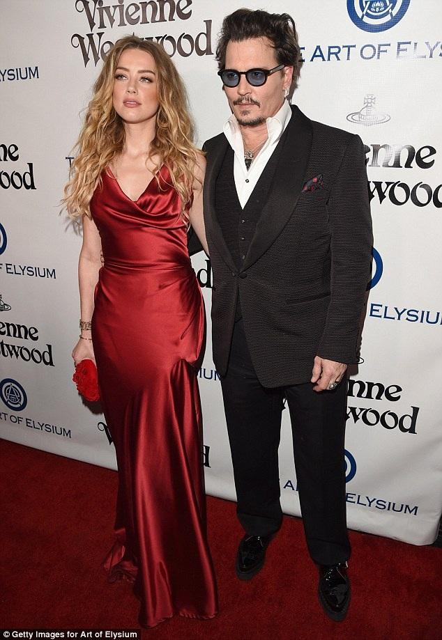 Johnny Depp phải chịu lệnh cấm tới gần vợ, Amber Heard, trong phạm vi 100m của tòa.