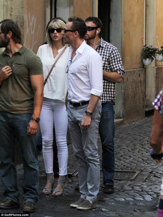 Gu thời trang tình nhân tone-sur-tone của Taylor Swift và Tom Hiddleston - 4