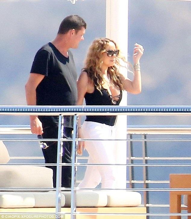 Mariah Carey quấn quýt không rời tỉ phú người Úc trong kỳ nghỉ hè tại Ý.