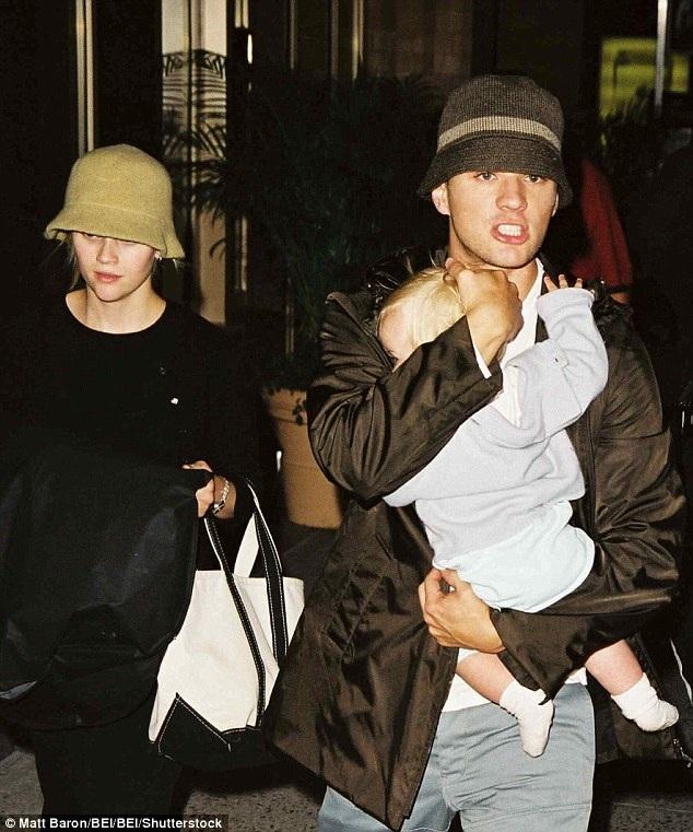 Reese Witherspoon và chồng cũ, Ryan Phillippe, cùng con gái Ava của hai người trong một chuyến du lịch trước đây.