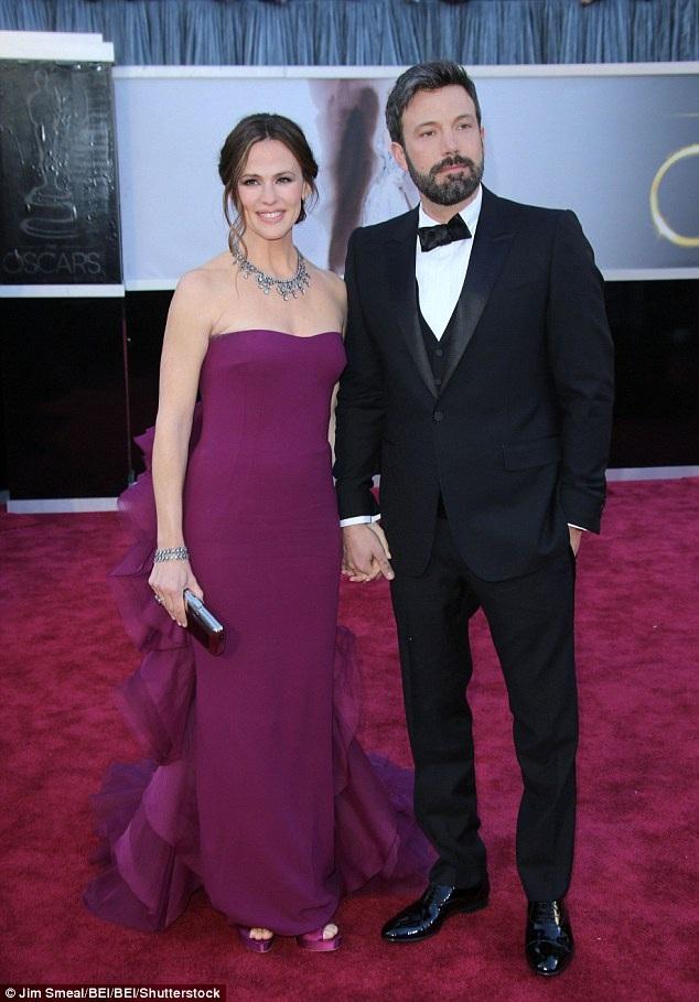 Sau một năm ly thân, cặp đôi vàng của Hollywood quyết định trì hoãn chuyện ly dị.