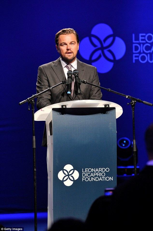 Leonardo phát biểu trong buổi kêu gọi quyên tiền cho quỹ từ thiện mang tên anh. Dù đã ở tuổi 41, Leonardo vẫn chưa có ý định ổn định hay lập gia đình. Trái tim của chàng Jack vẫn muốn phiêu lưu trong những mối quan hệ chóng vánh.