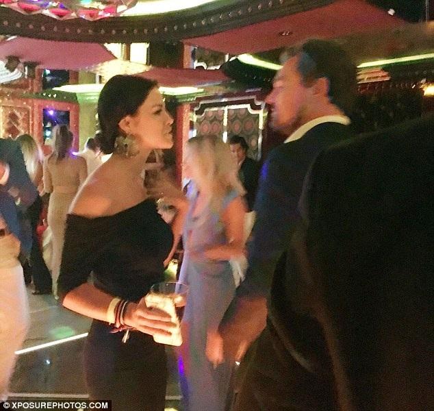 Vừa khoe bạn gái siêu mẫu, Leonardo DiCaprio lại tán tỉnh gái lạ - 6