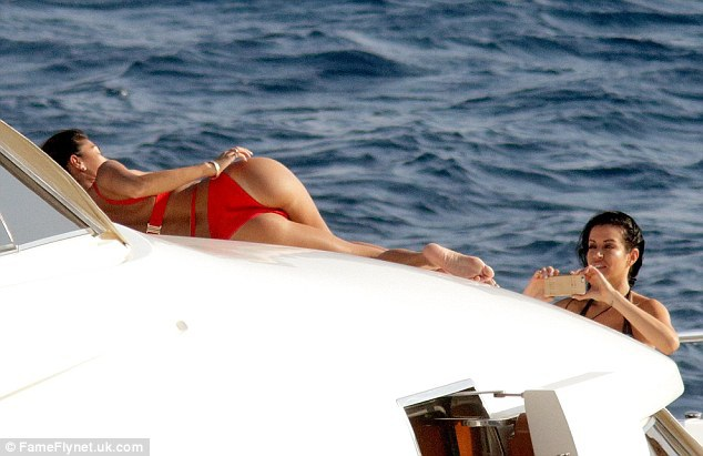 38 tuổi, Nicole Scherzinger vẫn bốc lửa và nóng bỏng - 6