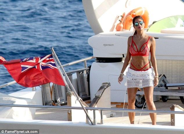 38 tuổi, Nicole Scherzinger vẫn bốc lửa và nóng bỏng - 11
