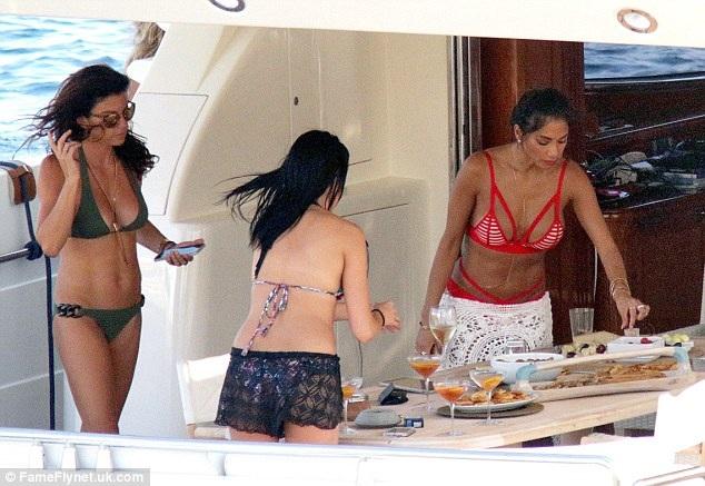 38 tuổi, Nicole Scherzinger vẫn bốc lửa và nóng bỏng - 13