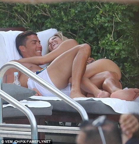 """Nhan sắc rực lửa của mỹ nhân đang """"chiếm trọn"""" trái tim C.Ronaldo - 11"""