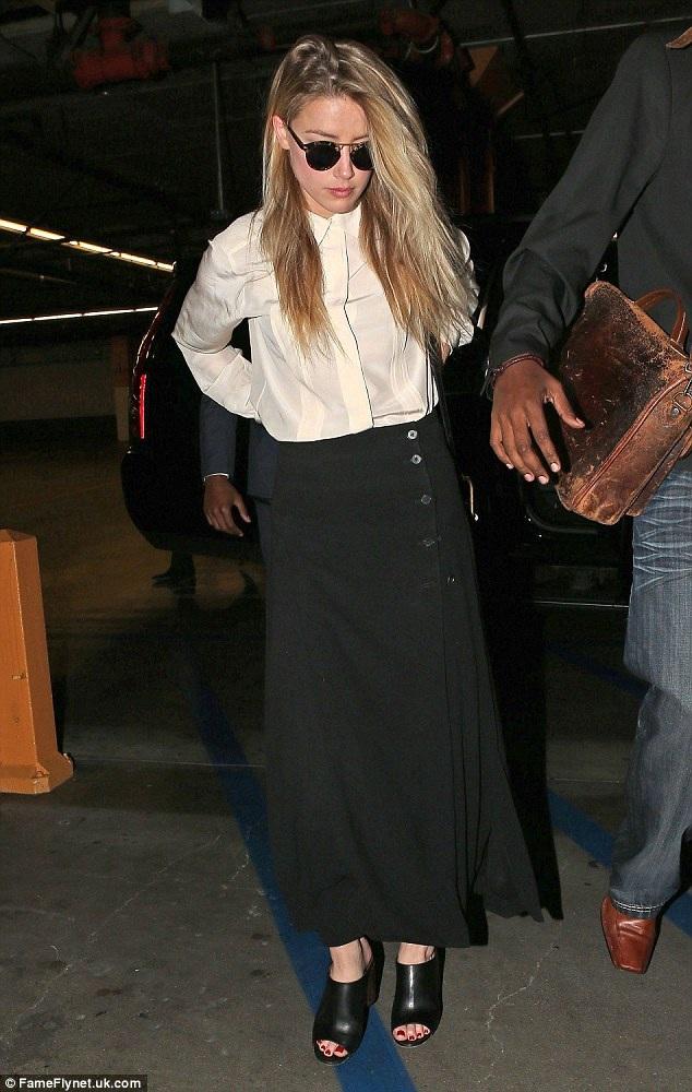 Amber Heard có mặt tại Los Angeles, Mỹ để làm chứng chống lại chồng cũ, Johnny Depp.