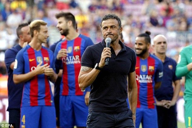 HLV Luis Suarez phát biểu trước trận đấu nhằm tạo không khí vui vẻ