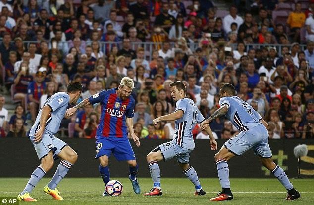 Messi đã có trận đấu chói sáng khi lập cú đúp ở các phút 21 và 34