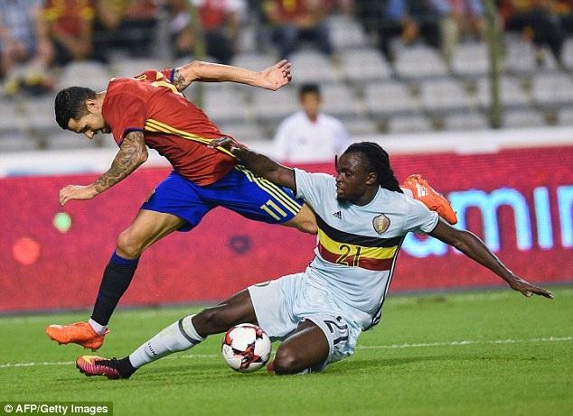 Hậu vệ Jordan Lukaku là nguyên nhân khiến Bỉ nhận quả penalty ở hiệp 2