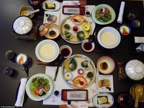 Chi phí ở một đêm tại khách sạn là khoảng 34.720 yên (tương đương 7 triệu đồng), trong đó bao gồm bữa tối kaiseki và một bữa sáng.
