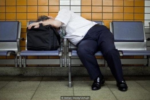 Nhiều người Nhật nói rằng họ ngủ ở công ty dễ hơn ngủ một mình