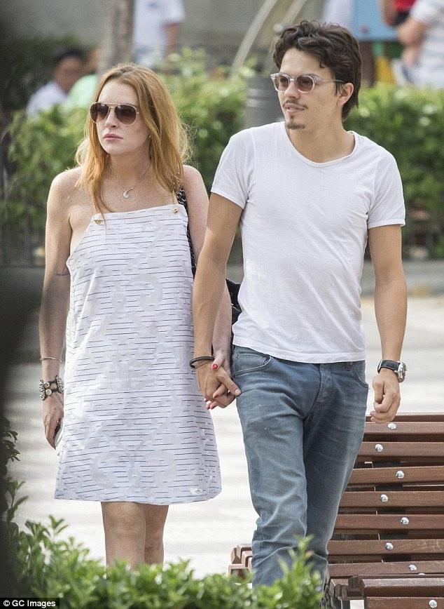 Lindsay và Egor quen nhau tại một bữa tiệc vào năm ngoái. Ngay sau đó, hai người lao vào nhau và đã chuyển về sống chung dưới một mái nhà tại London, Anh vào đầu năm nay. Tháng 4 vừa rồi, có thông tin cho hay Lindsay đã nhận lời cầu hôn của Egor.