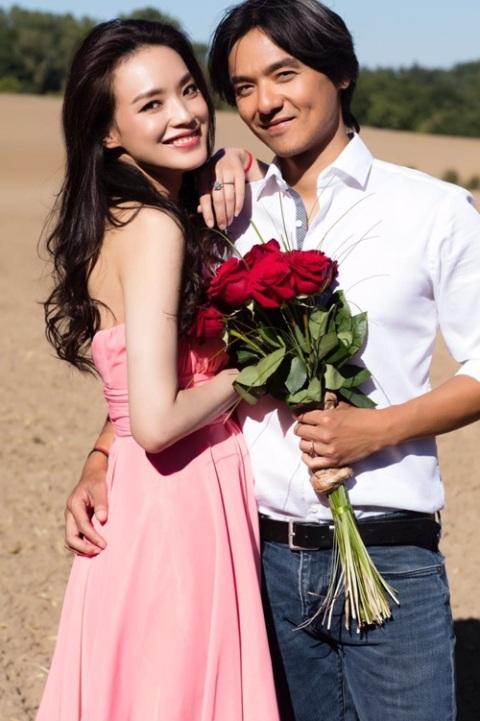 Thư Kỳ và Phùng Đức Luân nên nghĩa vợ chồng sau 4 năm hò hẹn.