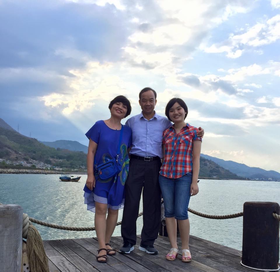 Phương Linh và bố mẹ.