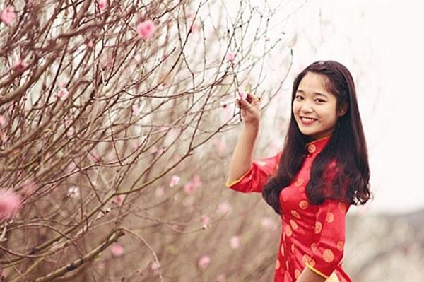 Vườn hoa Nhật Tân đã trở thành địa điểm chụp ảnh quen thuộc của giới trẻ Hà Thành