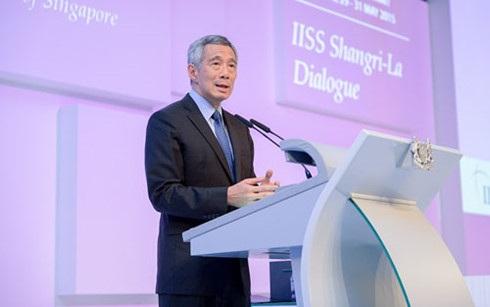 Thủ tướng Singapore Lý Hiển Longphát biểu tại Đối thoại Shangri-La năm 2015. (Ảnh: IISS)