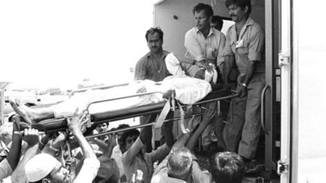 Những người bị thương được đưa đi cấp cứu.