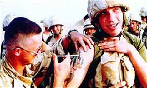 Binh sĩ Anh được tiêm vaccine khi tham gia cuộc chiến Vùng Vịnh.