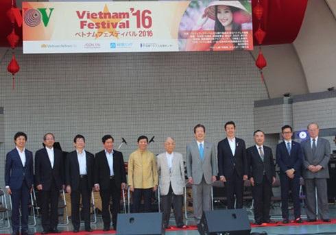Các đại biểu tham gia Lễ khai mạc