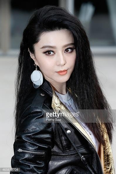 Tại tuần lễ thời trang Paris năm ngoái, Phạm Băng Băng gây ấn tượng với mái tóc dập xù cá tính.