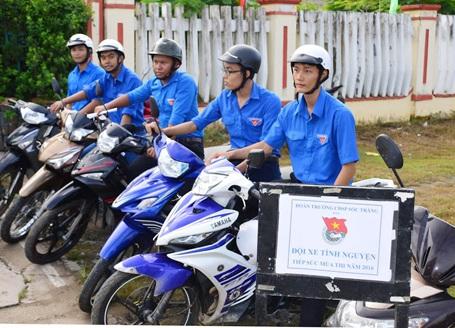 Đội xe tình nguyện của trường CĐ Sư phạm Sóc Trăng. (Ảnh: Xuân Lương)