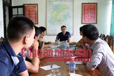 Các lực lượng chức năng phối hợp triển khai kế hoạch điều tra vụ án.