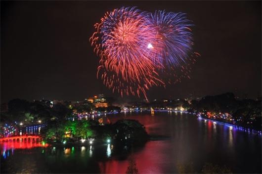 Pháo hoa đêm Giao thừa được xem là bữa tiệc ánh sáng đáng chờ đợi