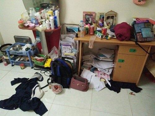 Căn phòng nhỏ hơn 10 m2 những rất bừa bộn của sinh viên