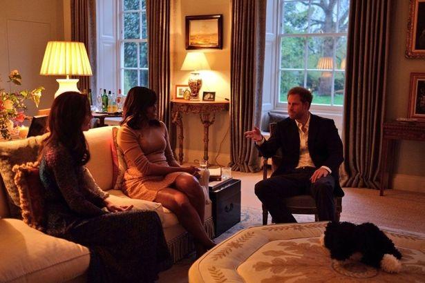 Nội thất khu căn hộ của vợ chồng Hoàng tử William tại cung điện Kensington cũng lần đầu tiên được tiết lộ qua các bức ảnh chụp tối qua.