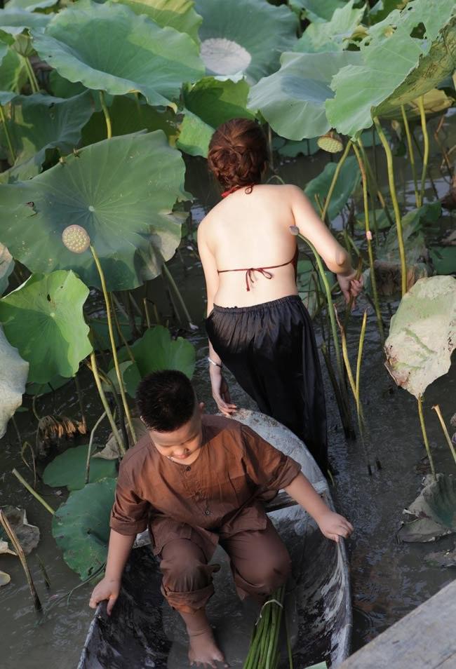 """Thiếu nữ Hà thành """"lăn lê bò toài"""" chụp ảnh cùng sen - 6"""